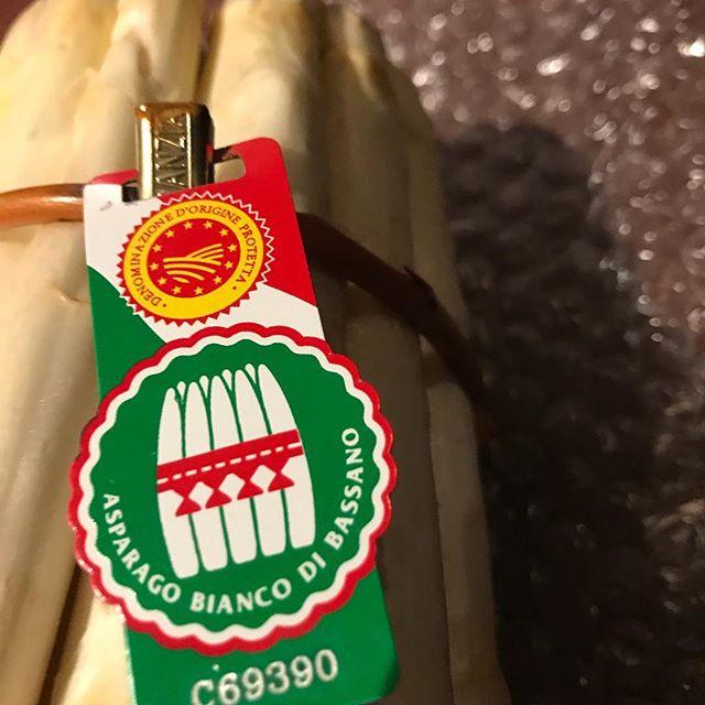 イタリア産ホワイトアスパラ