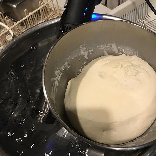今日もパン塩、モルトはいい感じなので今日は10パーセントお水に替えて牛乳にして見ました。仕上がりはどうなるか楽しみ!